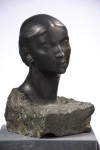 """2. A. S. Puškini nimeline Kujutavate Kunstide Muuseum Moskvas andis EKM-ile 1948. aastal üle Jaan Koorti skulptuuri """"Abikaasa portree (Naise pea)""""."""
