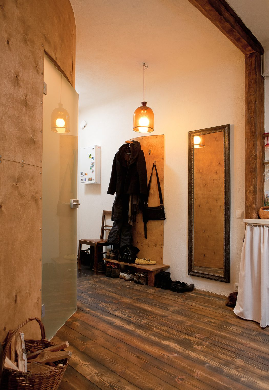 Naturaalse põrandaõliga (brasiilia pruun) viimistletud laudpõrand. (Tallinn, Veerenni asum)