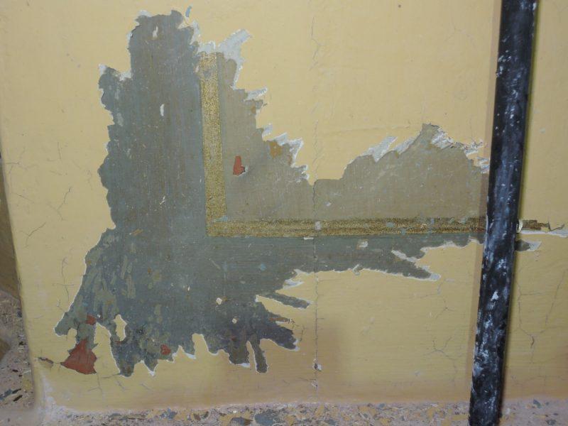 Sondaaži käigus selgus, et ahi on olnud kaunistatud marmoreeringu ja kuldset tooni joonega.
