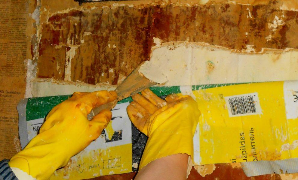 Värvikihtide eemaldamine pärast kompressi.